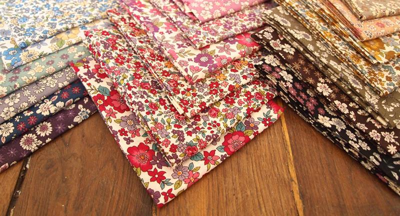 l 39 closion des fleurs en mercerie le blog couture frou frou mercerie contemporaine paris. Black Bedroom Furniture Sets. Home Design Ideas