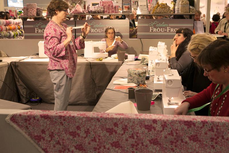d couvrez l atelier de couture de la boutique frou frou march saint pierre le blog couture. Black Bedroom Furniture Sets. Home Design Ideas
