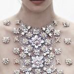 Couverte de bijoux