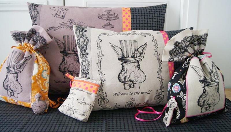 Le pays des merveilles en vitrine de moline mercerie le blog couture frou f - Montre lapin alice au pays des merveilles ...