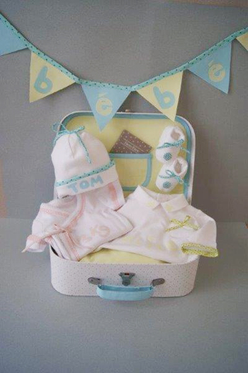 Id e cr ative la malette naissance frou frou le blog for Malette couture