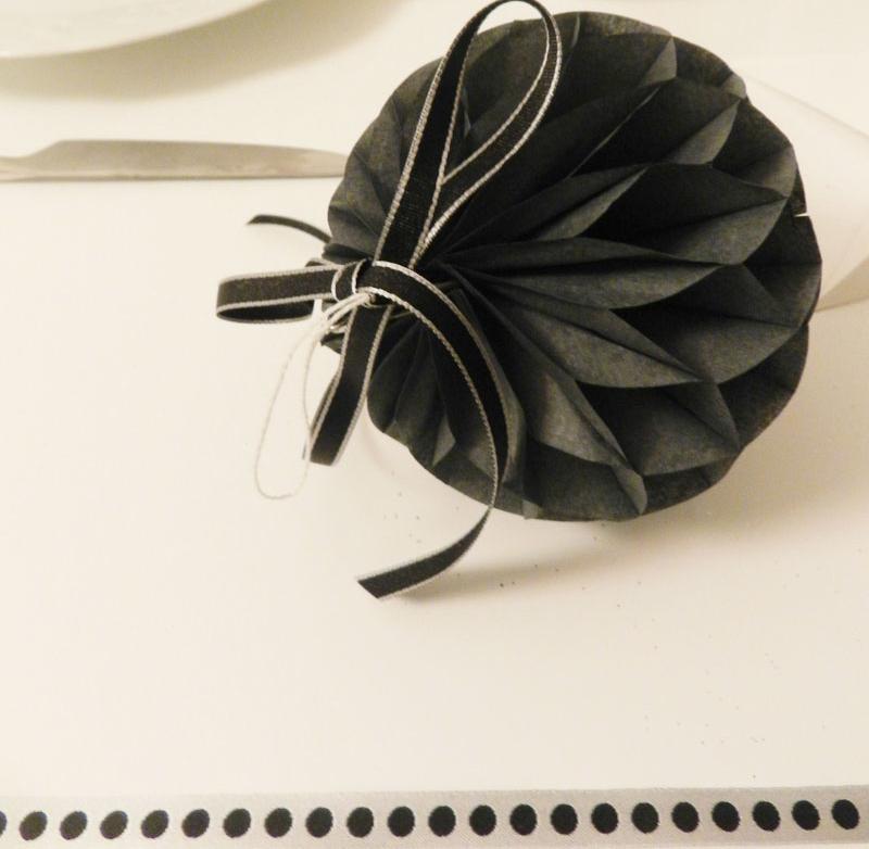 decoration-reveillon-noir-et-blanc-mercerie-Frou-Frou
