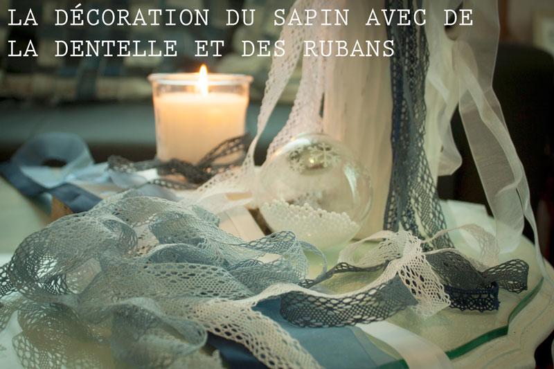 sapin-de-noel-en-rubans-et-dentelles-bleu