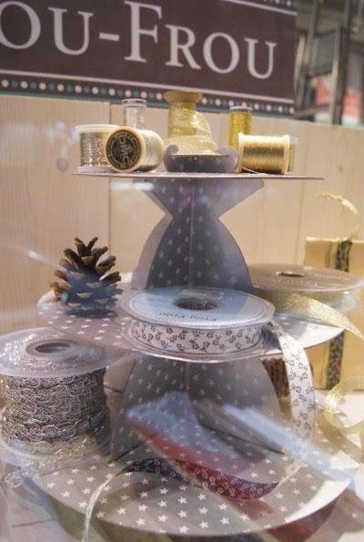 vitrine-en-or-et-argent-pour-un-Noel-Frou-Frou