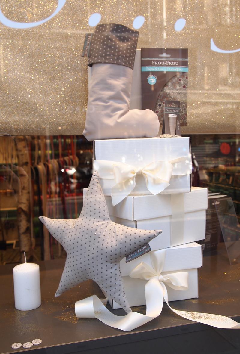 vitrine-creative-pour-un-Noel-couture-Frou-Frou