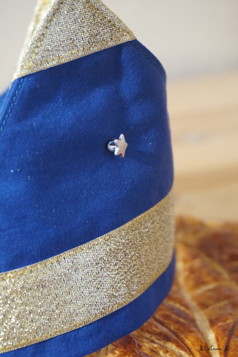 couture-couronne-bleu-et-or