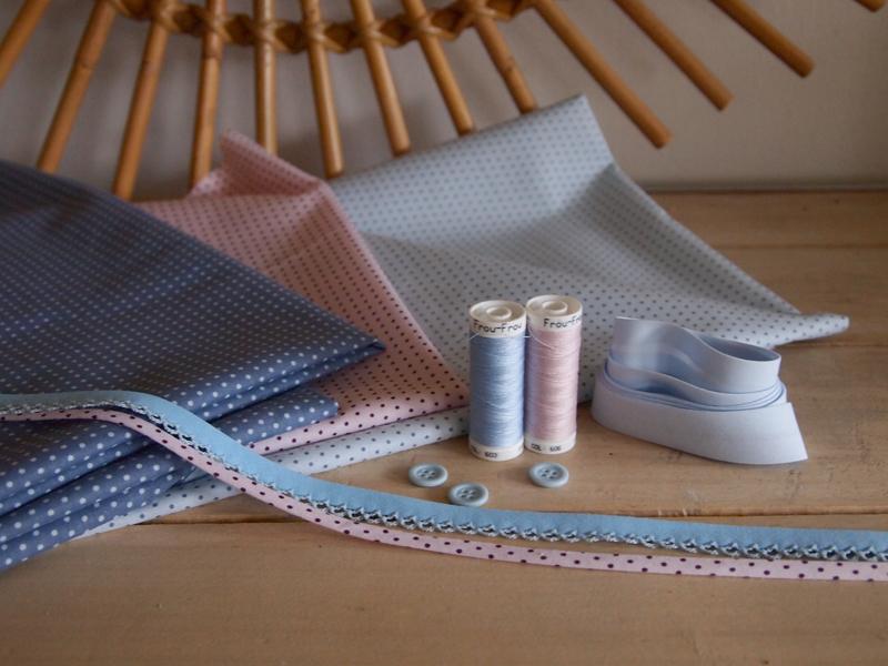 tissus-layette-rose-et-bleu-motif-pois