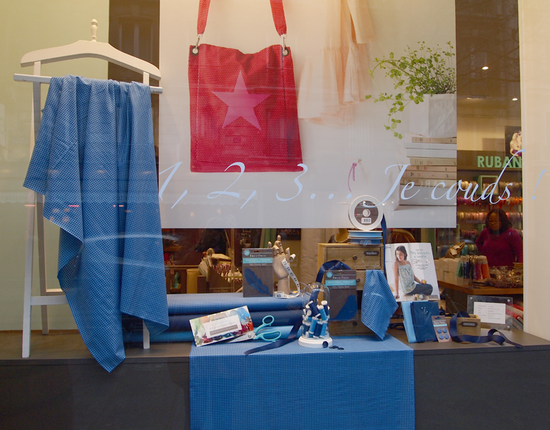 vitrine-bleu-blanc-rouge-Frou-Frou