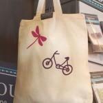 Un tote bag à customiser avec les nouveaux thermocollants Frou-Frou