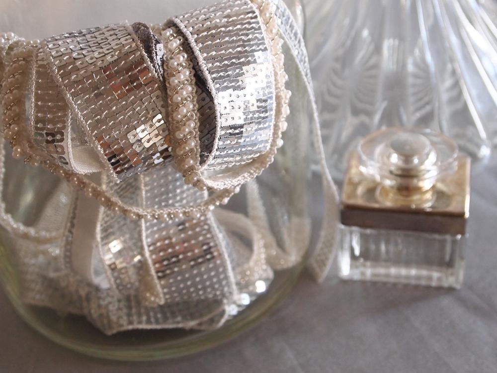 nouveaux rubans brillants noir et blanc le blog couture frou frou mercerie contemporaine. Black Bedroom Furniture Sets. Home Design Ideas