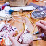 Idée créative : des boules de Noël en tissu